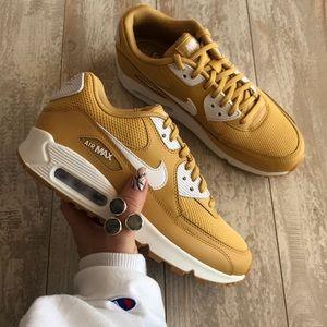 NWT Nike Air Max 90 Rare wheat gold NWT
